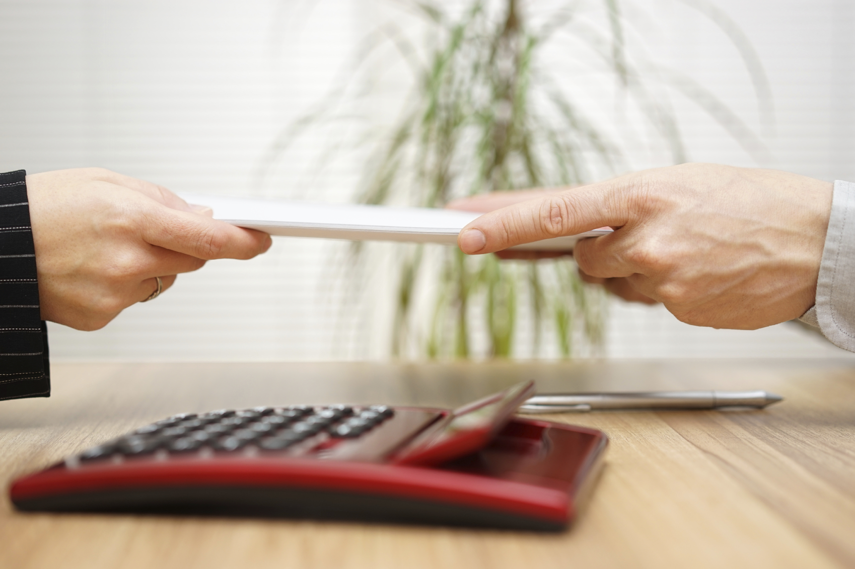Businesswoman gives  documentation to his client